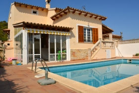 Rented! Spacious villa with pool in a very quiet area.