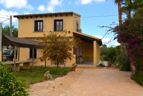 Rented! Finca in a quiet area a few minutes from the center of Porreres